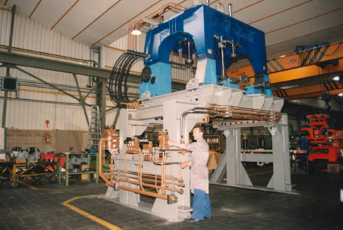 Design and manufacturing of first low-pressure casting machine (1986)
